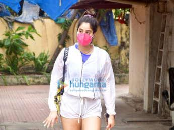 Photos: Janhvi Kapoor spotted at the gym in Santacruz