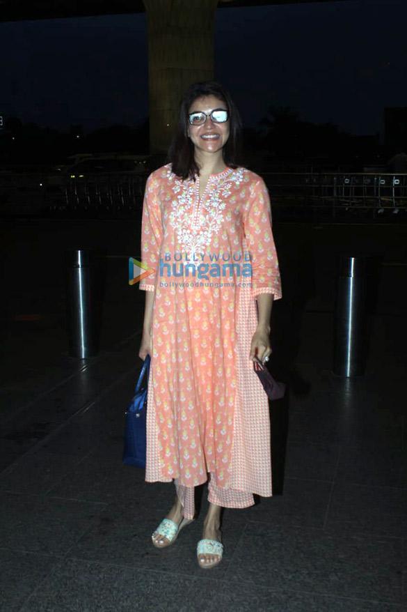 Photos Kajal Aggarwal snapped at the airport (1)