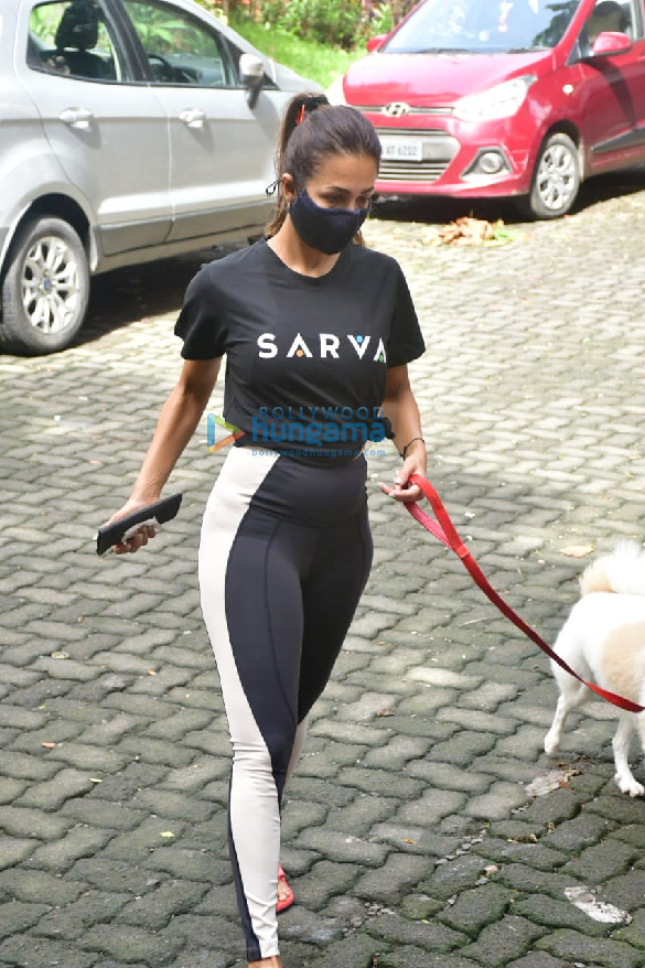 Photos Malaika Arora spotted with her pet on a morning walk (2)