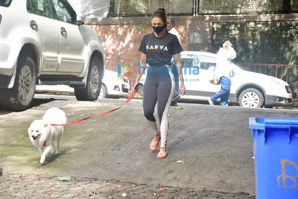 Photos Malaika Arora spotted with her pet on a morning walk (3)