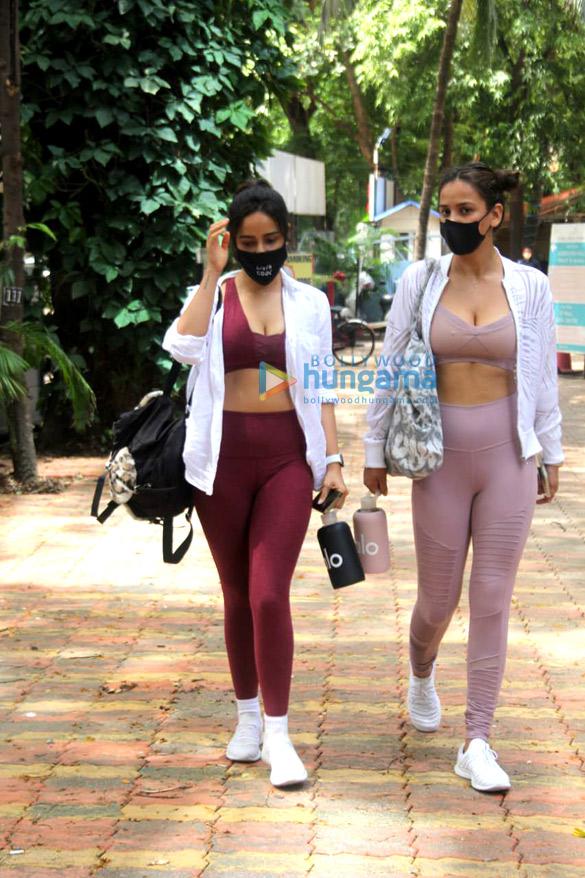 Photos Neha Sharma and Aisha Sharma spotted outside the gym (2)