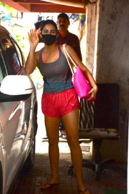 Photos: Pooja Hegde and Sara Ali Khan spotted at a pilates studio