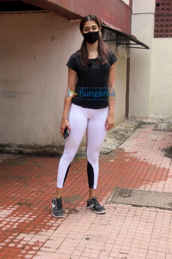 Photos Pooja Hegde spotted at a pilates studio in Santacruz (4)
