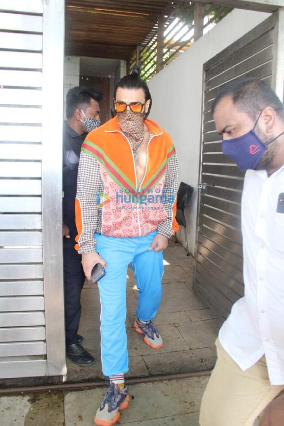 Photos Ranveer Singh and Katrina Kaif spotted at Zoya Akhtar's house at Bandstand (2)