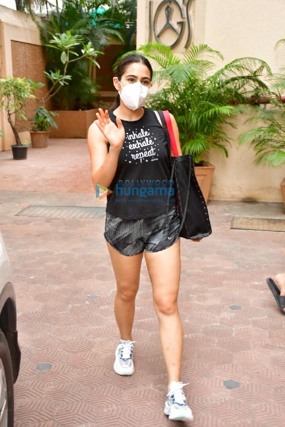 Photos Sara Ali Khan snapped at the gym (1)