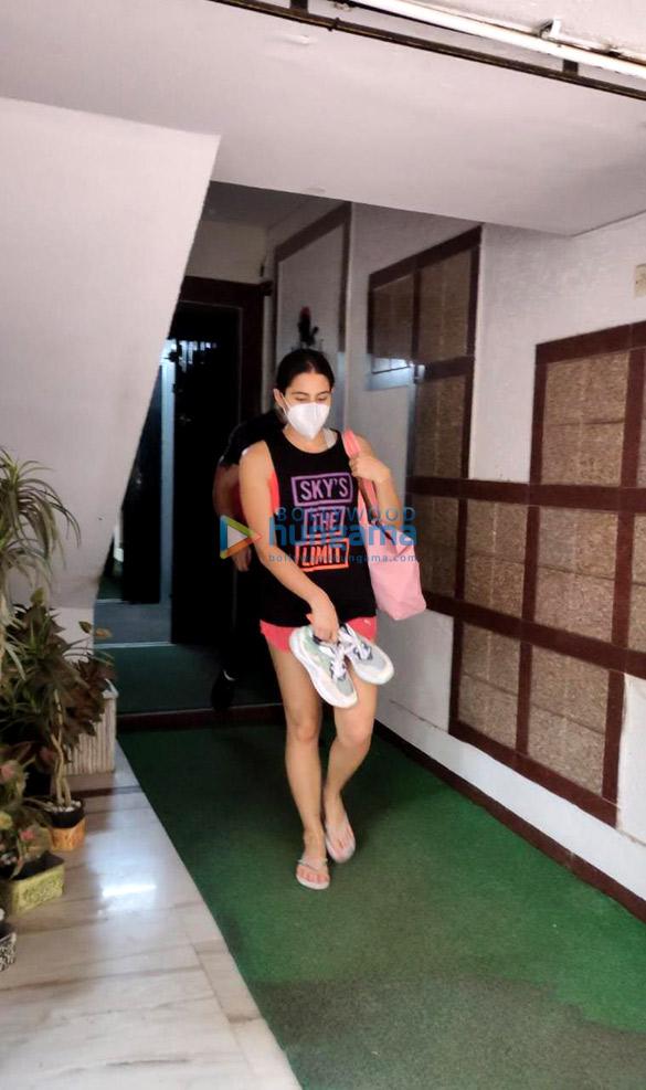 Photos Sara Ali Khan spotted at a gym in Santacruz (3)