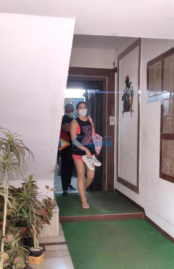 Photos Sara Ali Khan spotted at a gym in Santacruz (4)