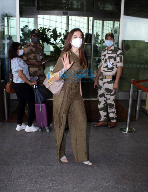 Photos Tamannaah Bhatia and Sonal Chauhan snapped at the airport (3)