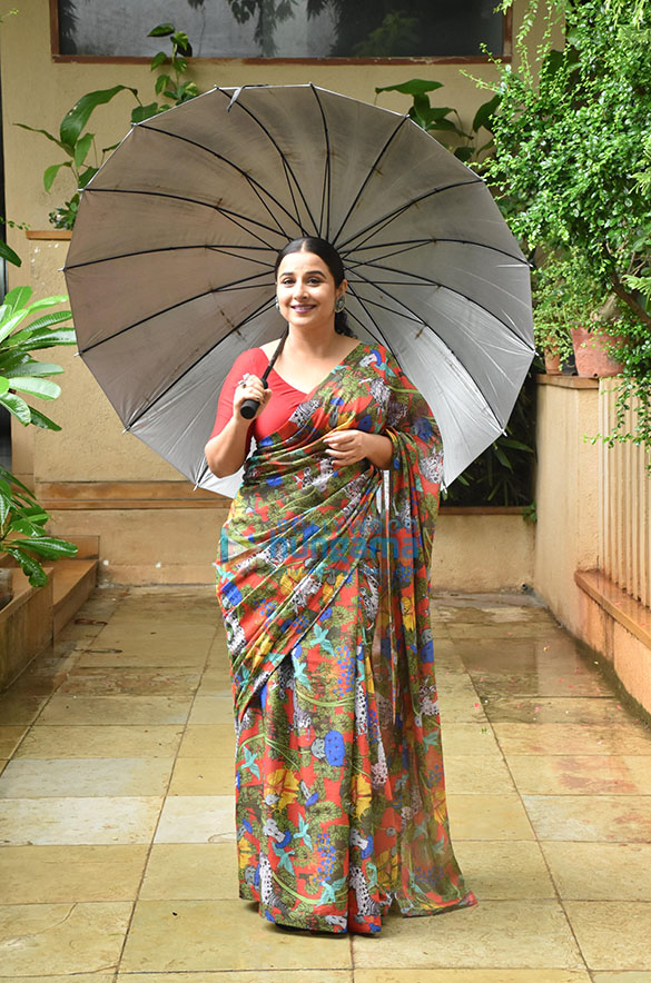 Photos Vidya Balan snapped promoting her film Sherni (1)