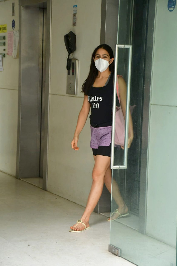 Sara Ali Khan spotted at Ronnie Screwvala's office clear (3)