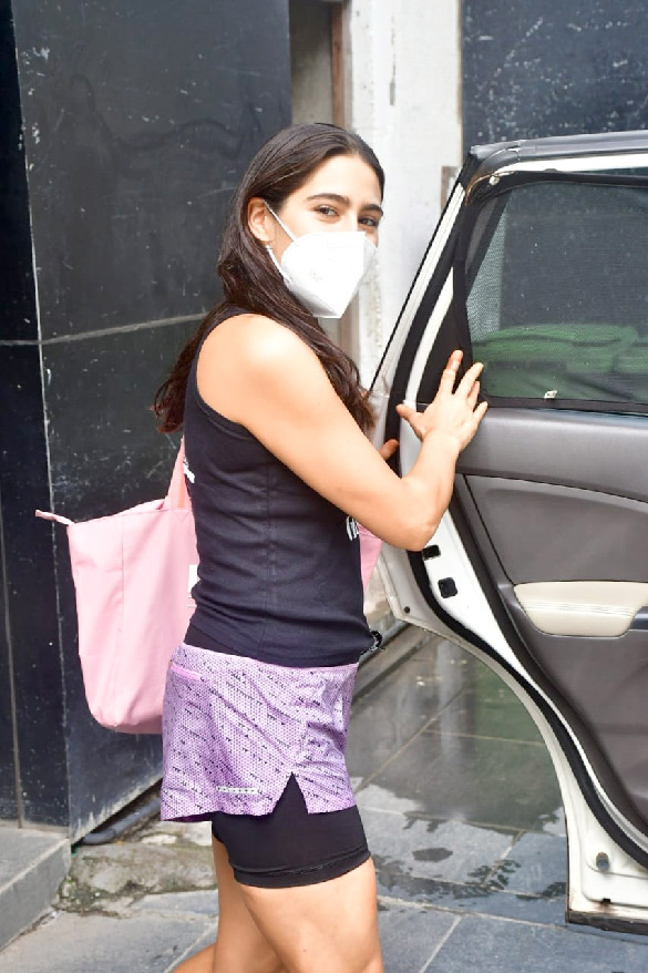 Sara Ali Khan spotted at Ronnie Screwvala's office clear (4)