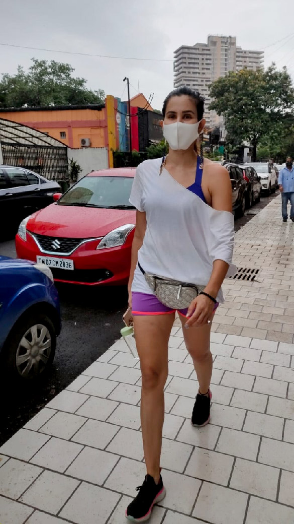 Sonnalli Seygall snapped at the gym (1)