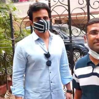 Sonu Sood meets people outside his residence