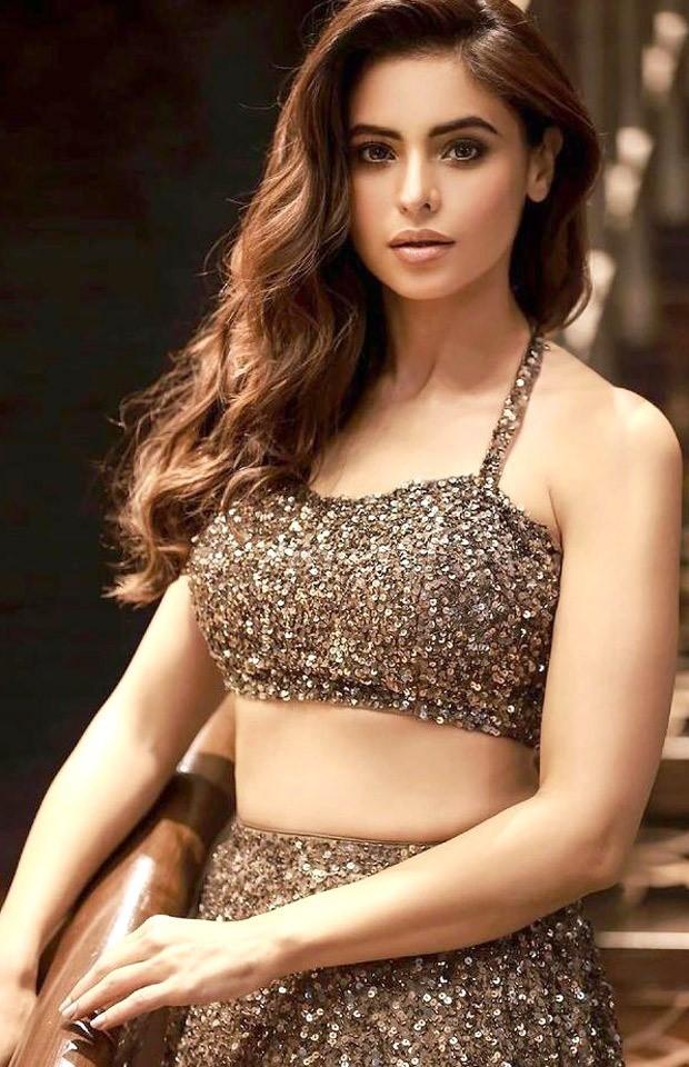 Aamna Sharif radiates stunning vibes in shimmery lehenga