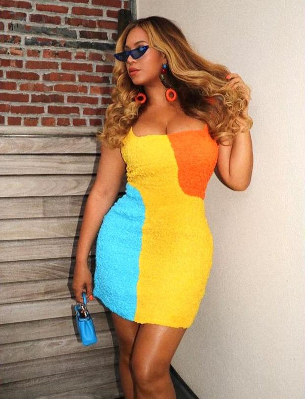 Beyoncé colour blocks in yellow Mara Hoffman mini dress worth Rs. 51,000 and micro purse