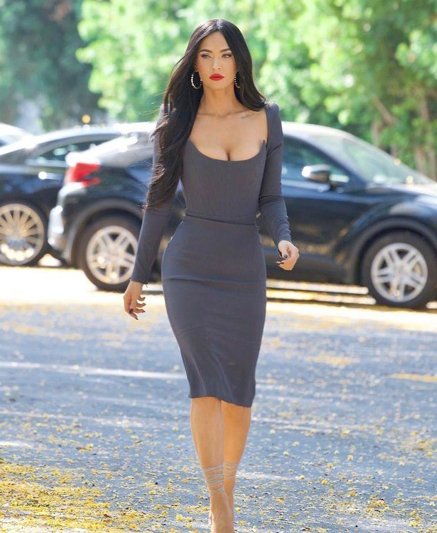 Megan Fox hops onto regencycore fashion with modern corset figure hugging ash grey dress by Alex Perry paired with strappy stilettos 4