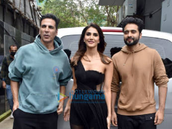 Photos: Akshay Kumar, Vaani Kapoor and Jackky Bhagnani snapped promoting their film Bellbottom