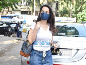 Photos: Ameesha Patel snapped in Juhu