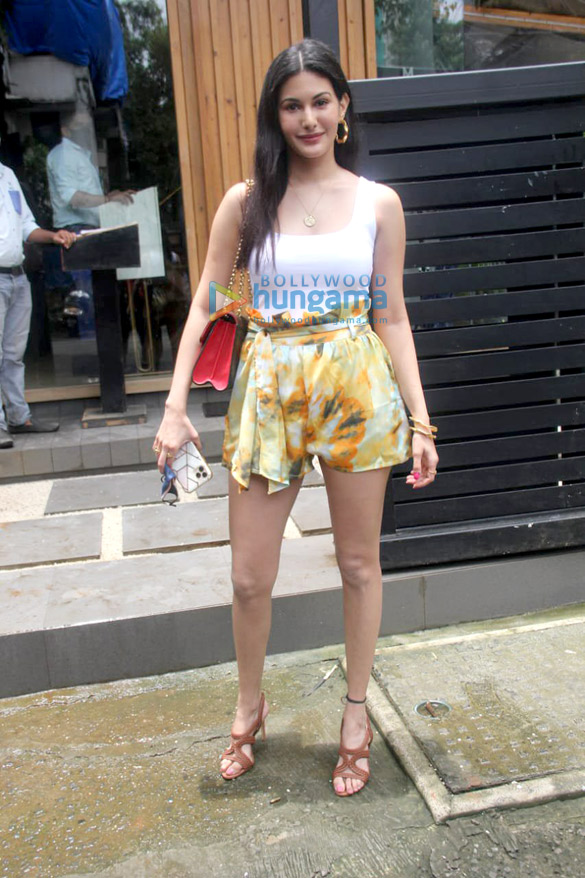 Photos Amyra Dastur spotted in Bandra (1)