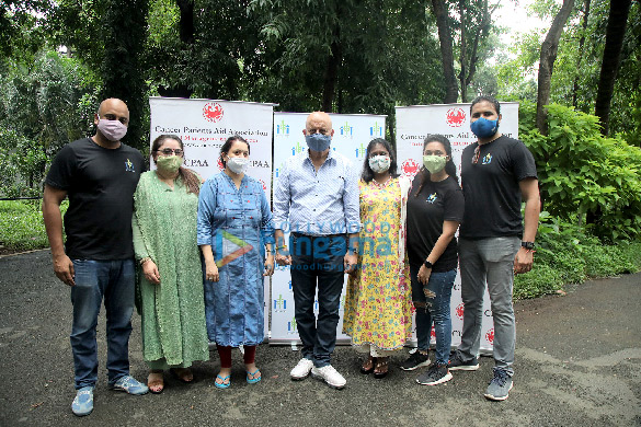 Photos Anupam Kher distributes ration to CPAA cancer patients through his Foundation (5)