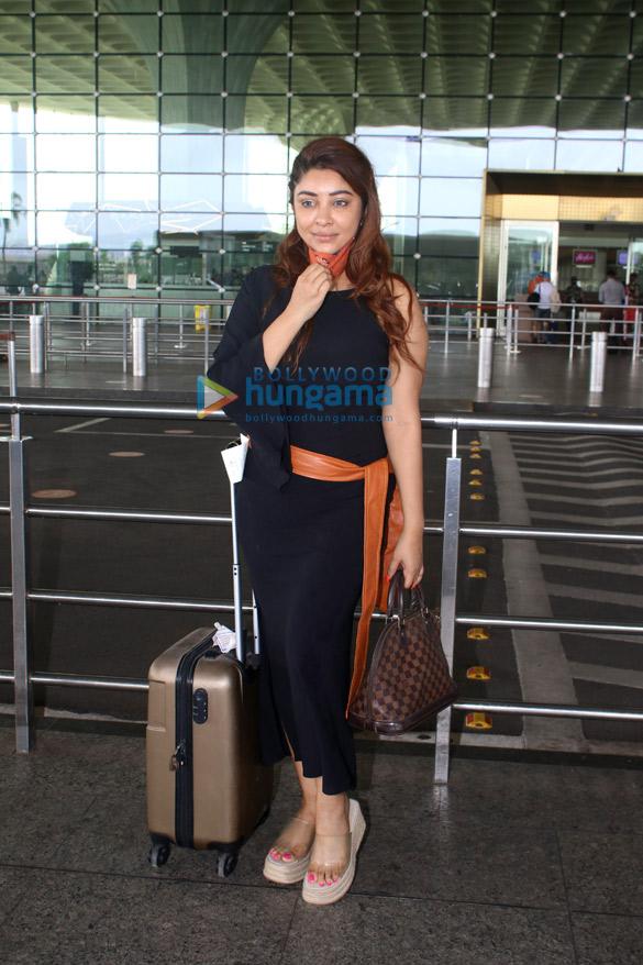 Photos Arjun Kapoor, Ameesha Patel, Rashami Desai and Payal Ghosh snapped at the airport (1)