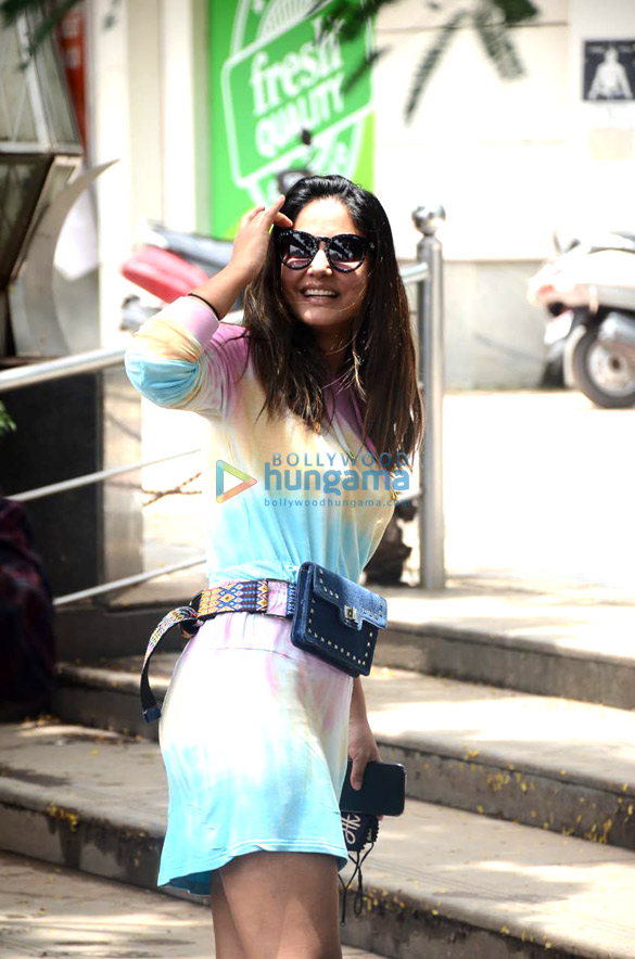 Photos Hina Khan spotted at Crystal Point Mall in Andheri (3)