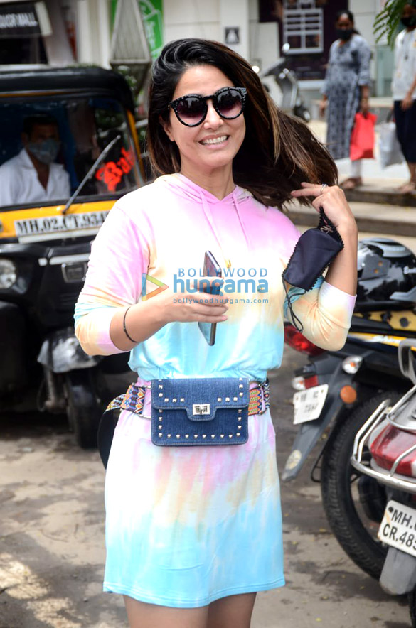Photos Hina Khan spotted at Crystal Point Mall in Andheri (4)