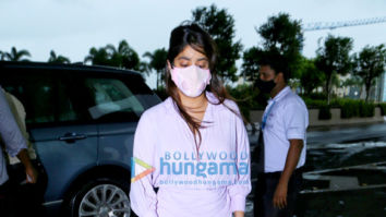 Photos: Janhvi Kapoor, Jacqueline Fernandez and Aly Goni snapped at the airport