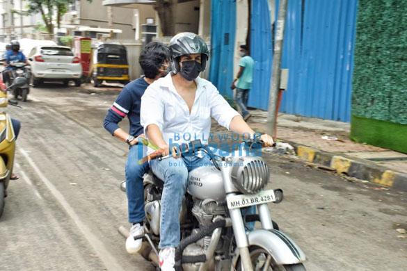Photos Kartik Aaryan snapped in Andheri (5)