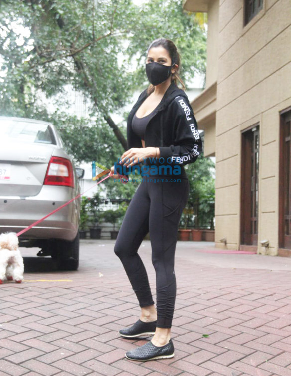 Photos Malaika Arora and Sophie Choudry spotted in Bandra (6)