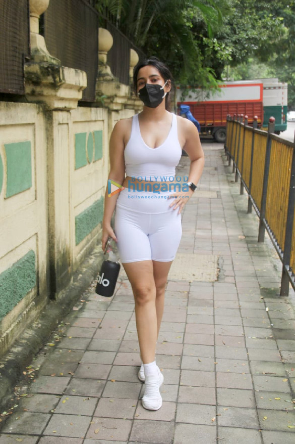 Photos Neha Sharma spotted outside gym in Bandra (3)