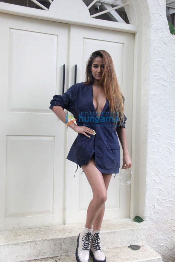 Photos: Poonam Pandey spotted at a popular restaurant in Khar