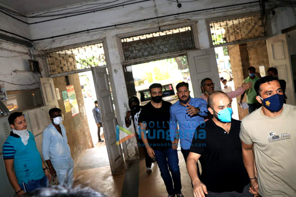 Photos Raj Kundra leaves from Court for Medical test at JJ Hospital (6)