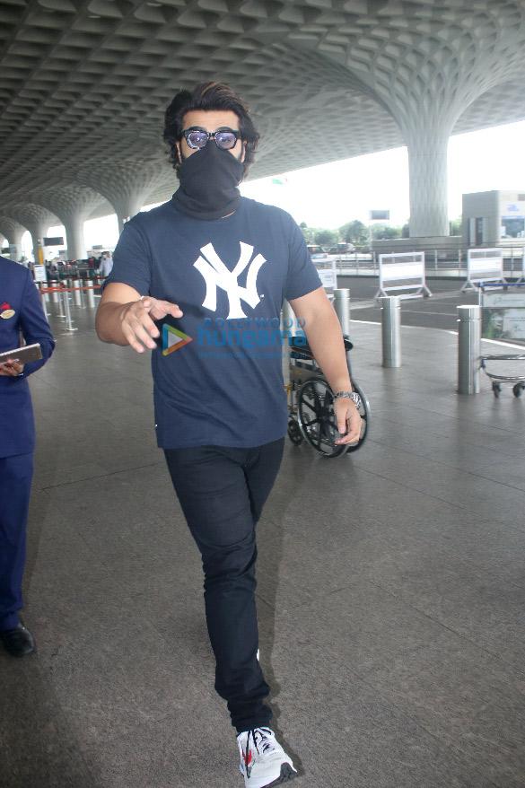 Photos Ranveer Singh, Rakul Preet Singh and Arjun Kapoor snapped at the airport (2)