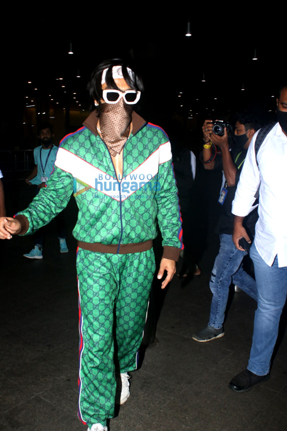 Photos Ranveer Singh snapped at the airport (1)
