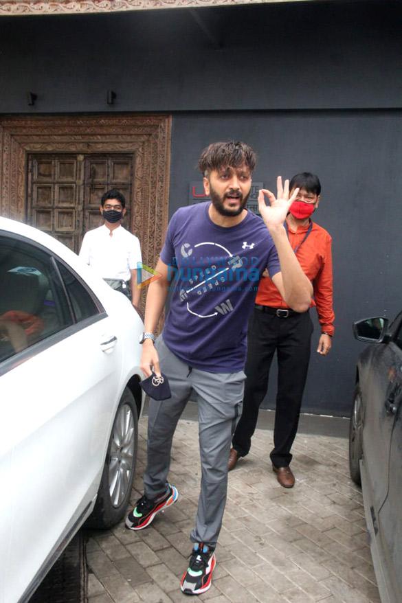 Photos Ritesh Deshmukh, Genelia D'Souza and John Abraham spotted at gym in Bandra (1)