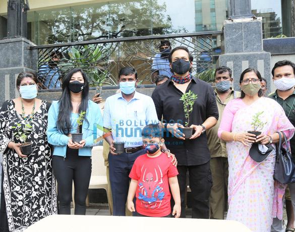 Photos Rohit Shetty, Niharica Raizada, Dr. Anusha Srinivasan Iyer and Vishvas Mote at BMC's Be A Tree Parent MEGA Vriksha Campaign (4)