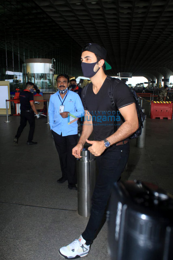 Photos Shraddha Kapoor, Ranbir Kapoor and others snapped at the airport (4)