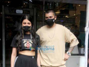 Photos: Shruti Haasan snapped with her boyfriend at Foodhall in Santacruz
