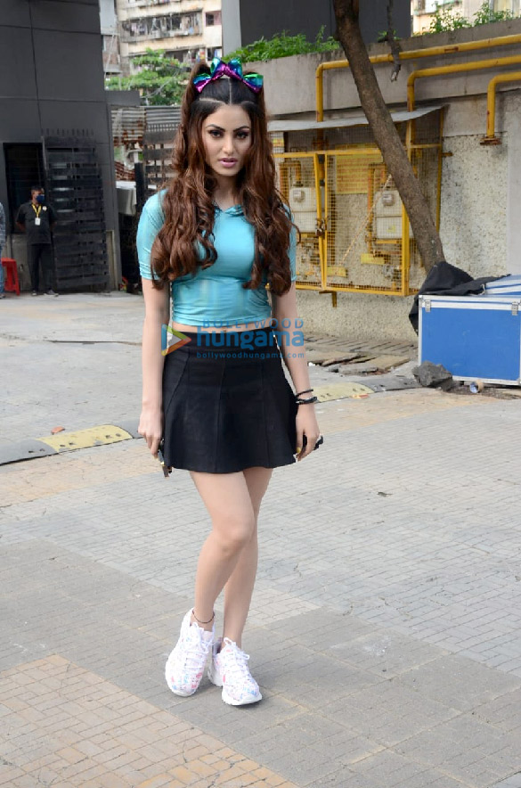 Photos Urvashi Rautela spotted at Crescent Royale building (3)