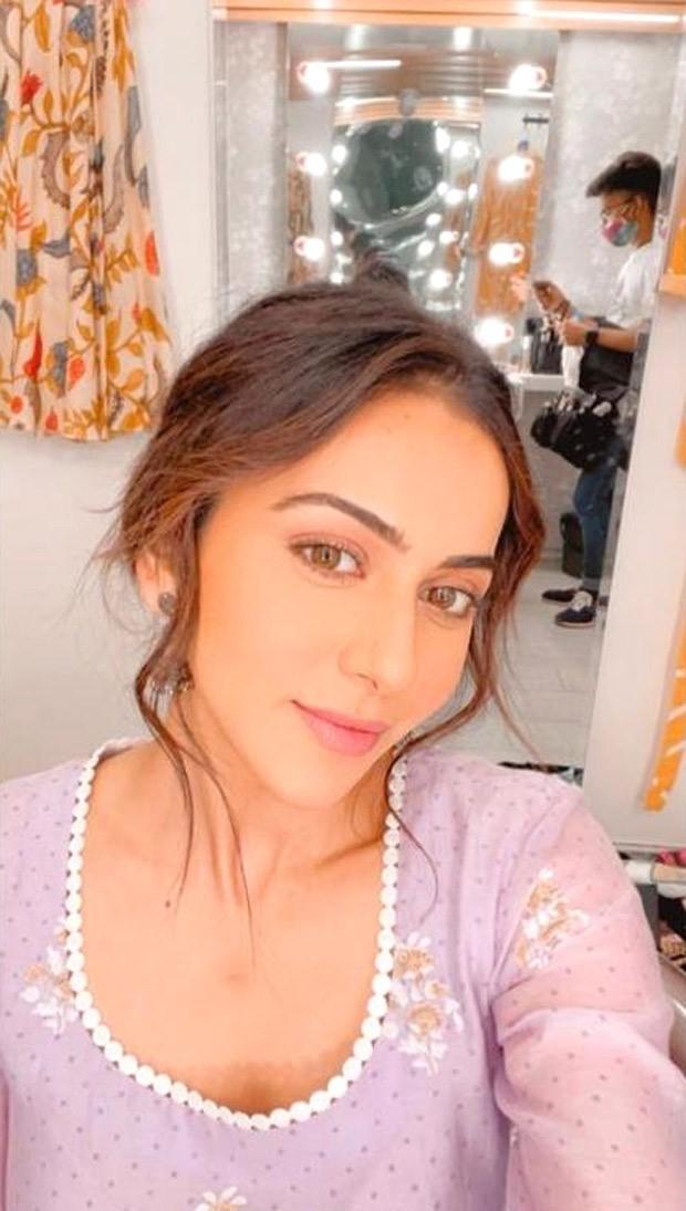 Rakul Preet Singh enjoys 'me time' with a radiant selfie