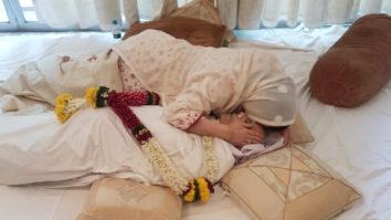 Saira Banu embraces Dilip Kumar as she says her final goodbye