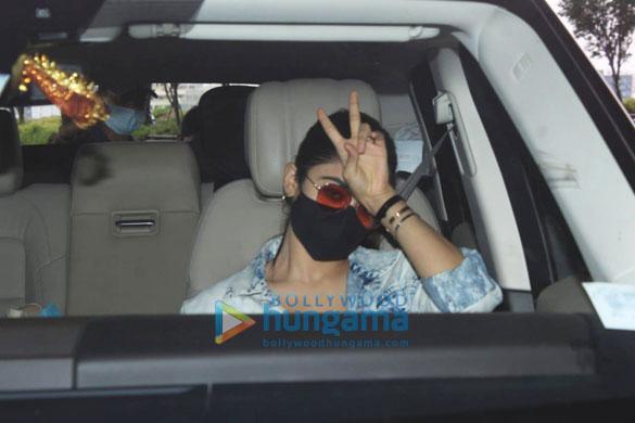 Sara Ali Khan, Tamannaah Bhatia and others snapped at the airport (2)