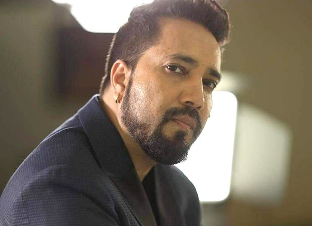 Mika Singh's car breaks down amid heavy rain; hundreds of people gather at 3 am to help