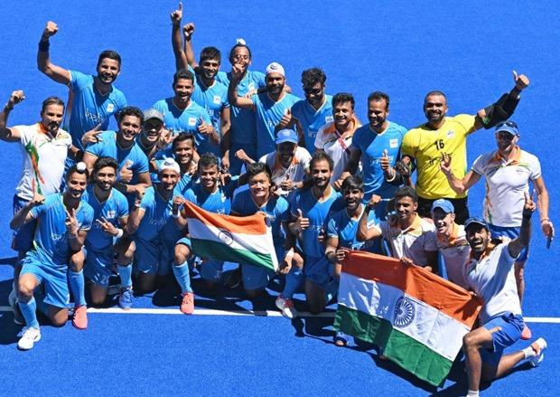 Indian men's hockey team wins bronze medal; Shah Rukh Khan, Farhan Akhtar, Akshay Kumar cheer after Tokyo Olympics win