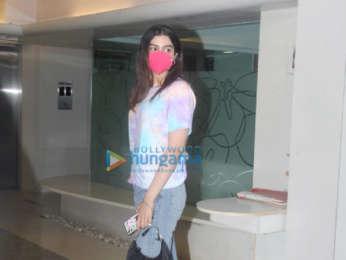 Photos: Janhvi Kapoor and Khushi Kapoor spotted at Matrix office in Santacruz