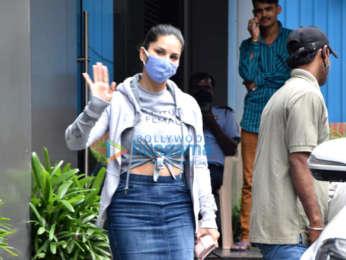 Photos: Sunny Leone snapped in Juhu