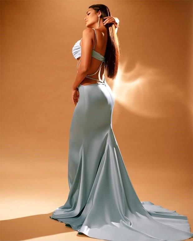 Esha-Gupta-follows-midriff-flossing-trend-in-ice-blue-satin-bodycon-gown-1.jpg