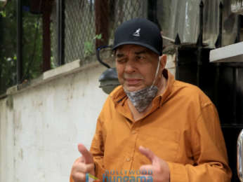 Photos: Dharmendra snapped at a clinic in Juhu