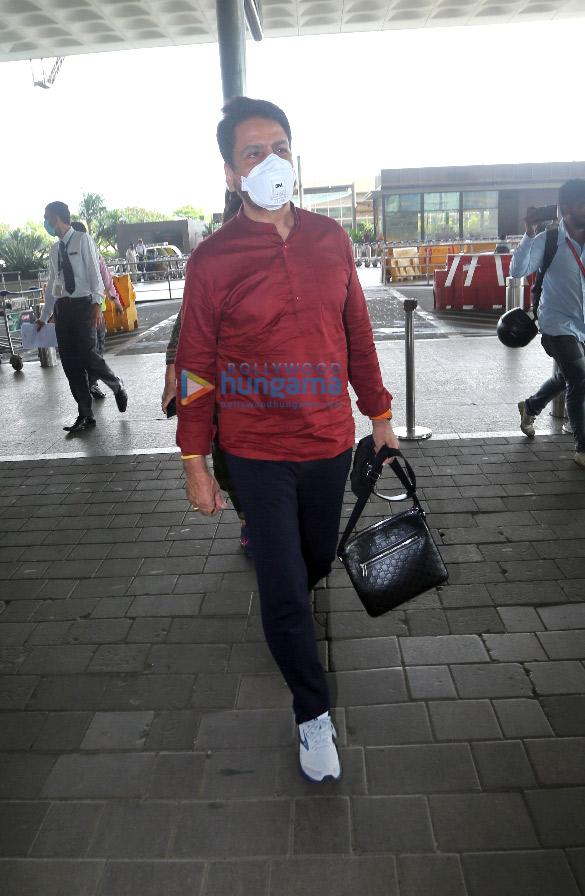 Photos Urvashi Rautela, Tamannaah Bhatia and Gurdas Maan snapped at the airport (3)